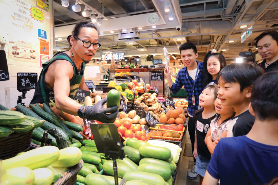 Visits to Link REIT fresh markets are arranged for students to let them experience what it is like in today's modern markets.
